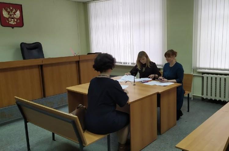В суд пришли сотрудники Роспотребнадзора. Фото: Евгений СТОЯНОВ