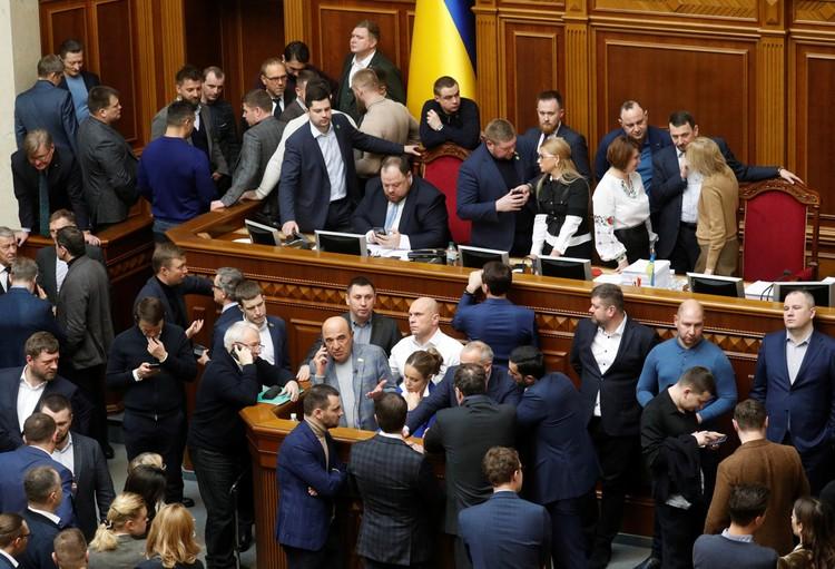 Так выглядело заседание в Верховной Раде 6 февраля.
