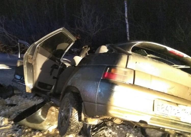 Автомобиль выбросило с трассы. Фото: пресс-служба ГИБДД по Свердловской области