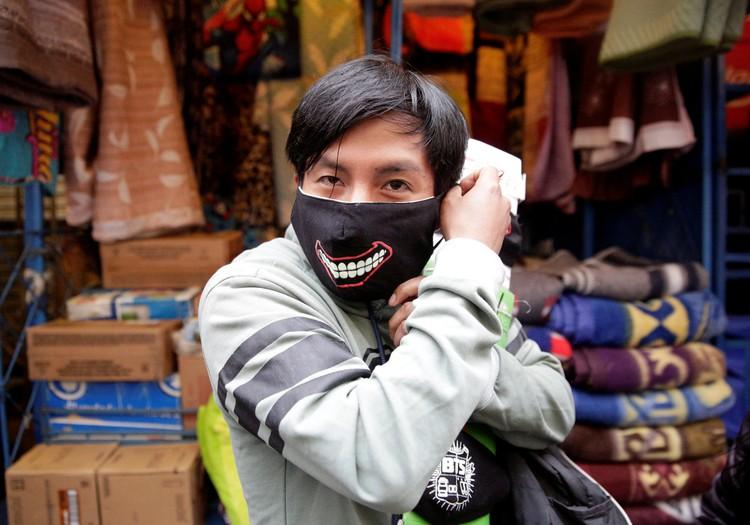 Ношение масок рекомендуется больным и тем, кто ухаживает за ними