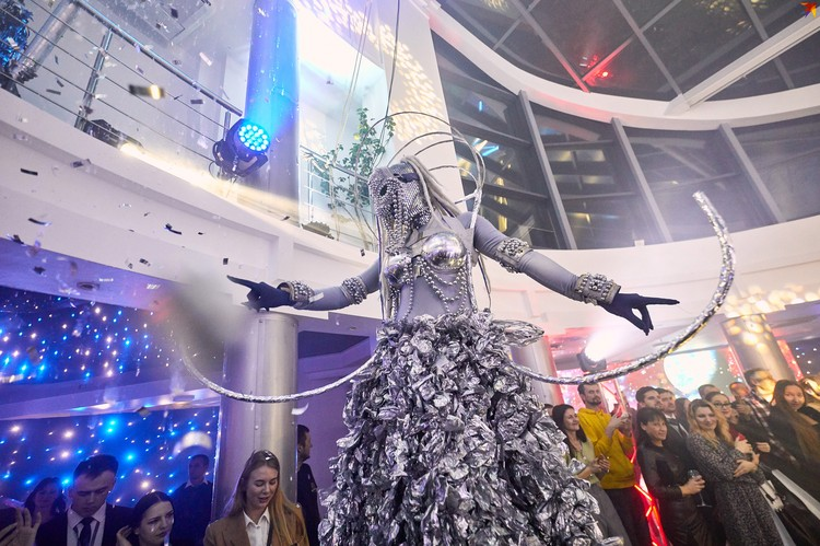 Красочное шоу на открытии нового автоцентра Geely «Атлант-М Боровая».