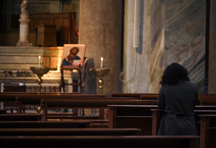 Церкви Рима опустели.