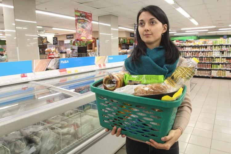 Рубль уже ослабел, значит инфляция будет выше. Это повлияет на цены в магазинах