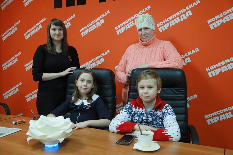 Наталья Луговкина с дочерью Настей и Никита с мамой Татьяной Потапенко