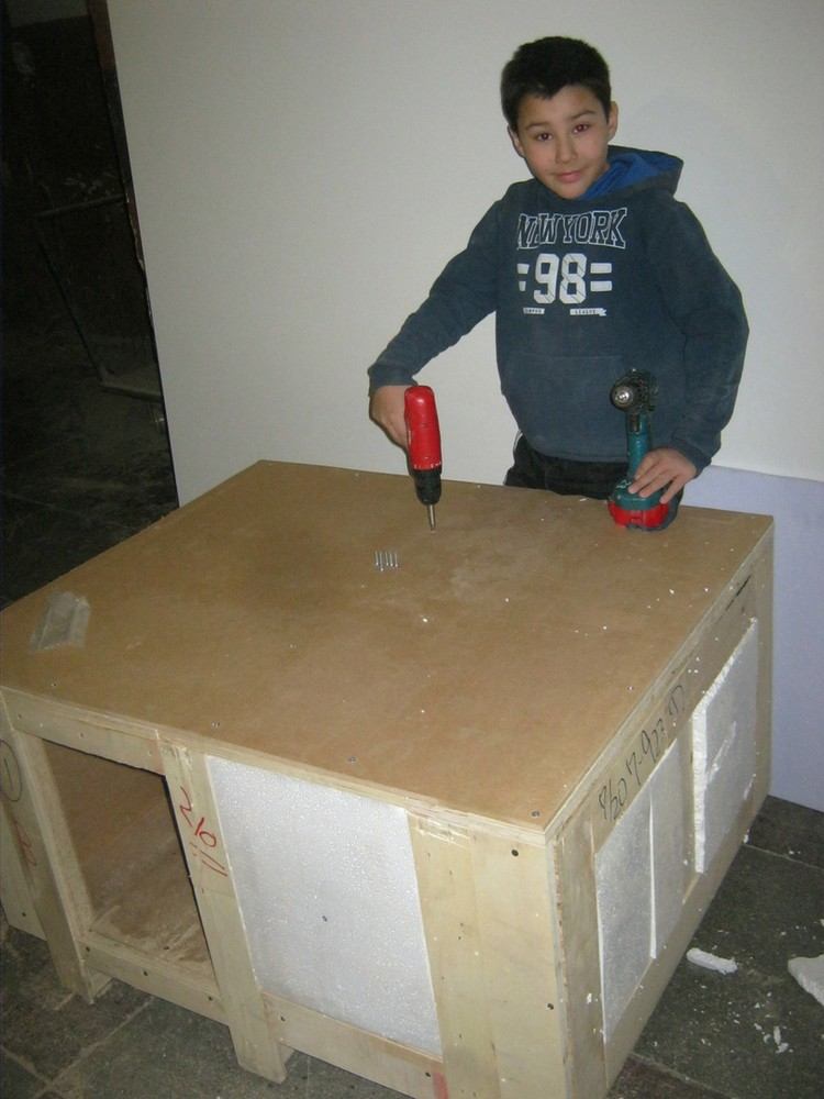 Матвей строит будку