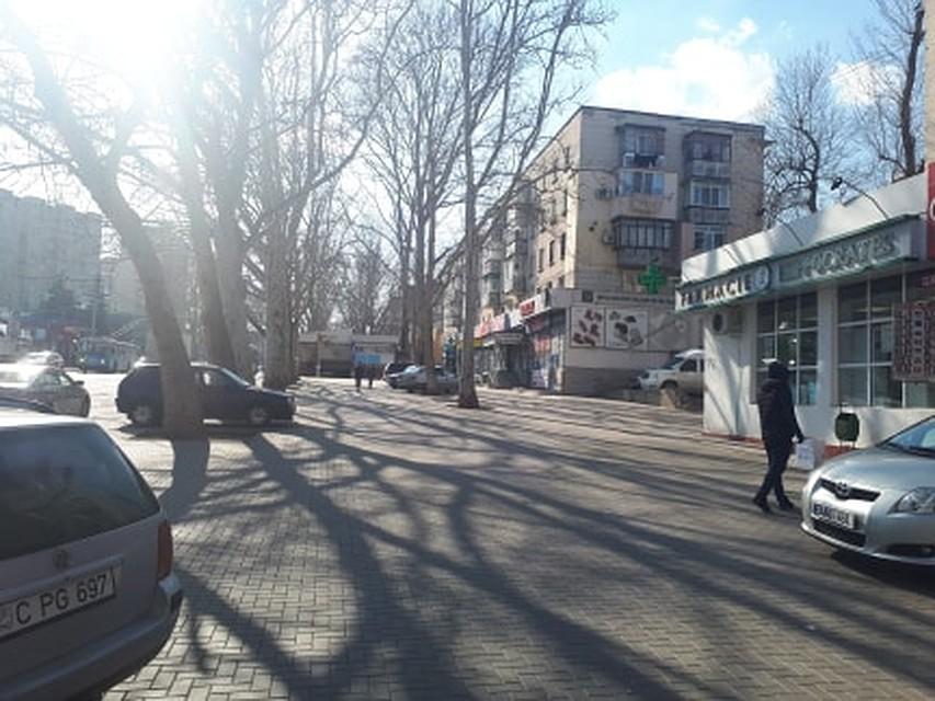 Всегда чересчур оживленная улица Крянгэ нынче пуста. Фото: Леонид РЯБКОВ