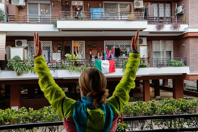 Итальянцы сидят по домам