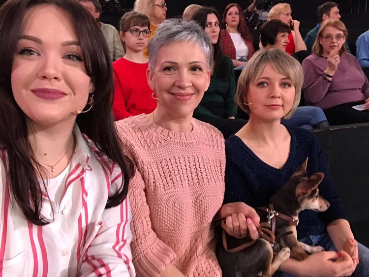 Юлия и Наталья Подолян с Молли на передаче «Видели видео?». Фото: www.instagram.com/hey_jul