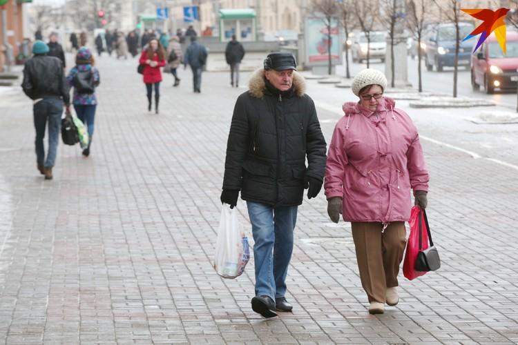 По возможности, пожилым людям советую повременить с походами в магазины.