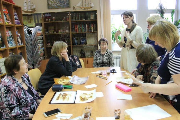 К автору книги у участников встречи было много вопросов. ФОТО: Алена Вишневская