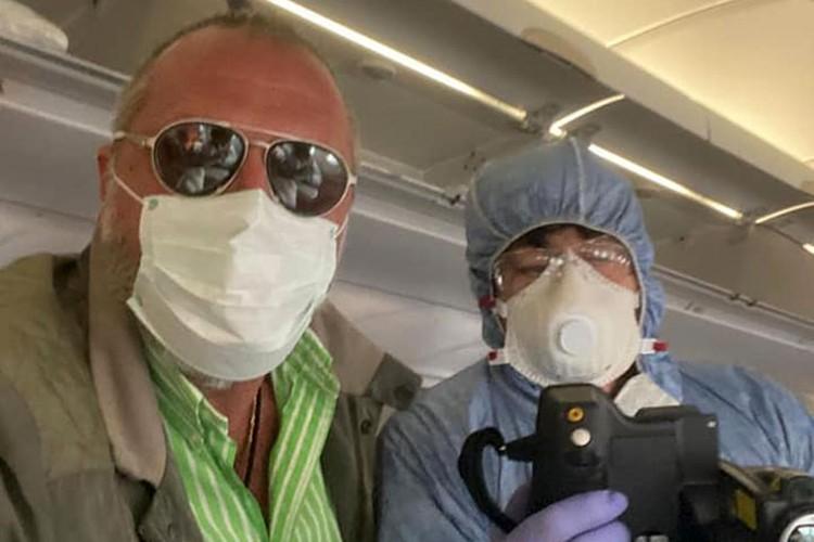 Сначала пришлось ждать, когда всем измерят температуру тепловизором на борту самолета