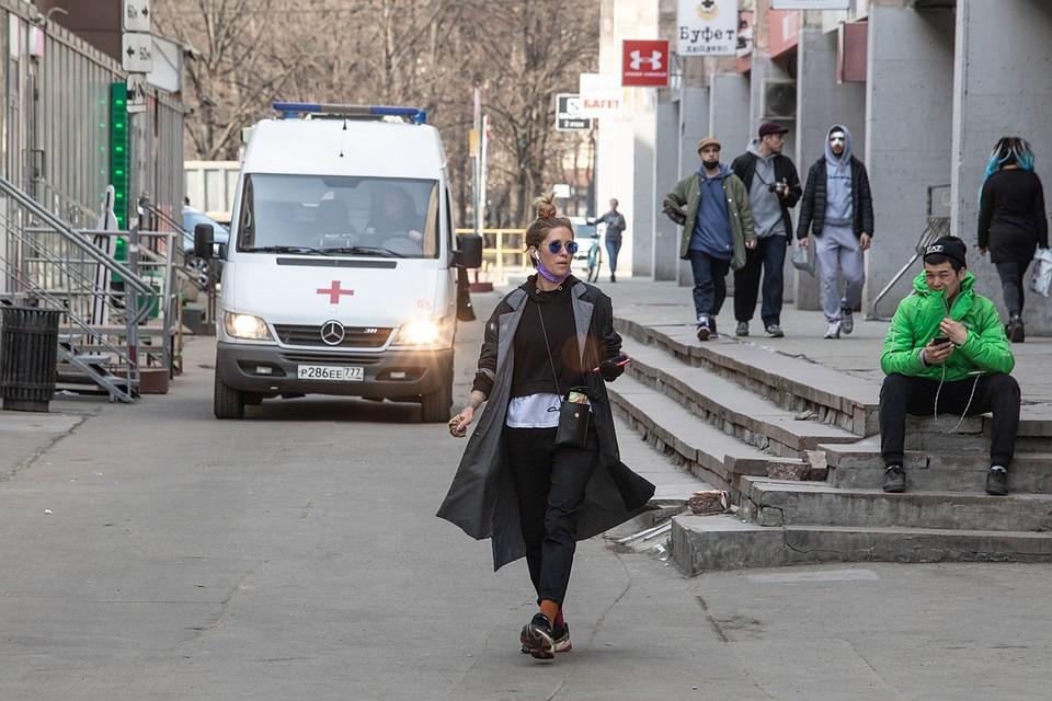 Коронавирусом можно заразиться в общественном месте. Фото: Андрей АБРАМОВ
