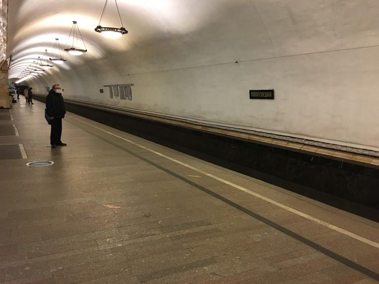 Станция метро «Новокузнецкая». Одиннадцать утра.