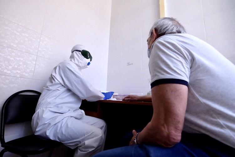 Как проходит прием в инфекционке. Фото: пресс-служба минздрава НСО.
