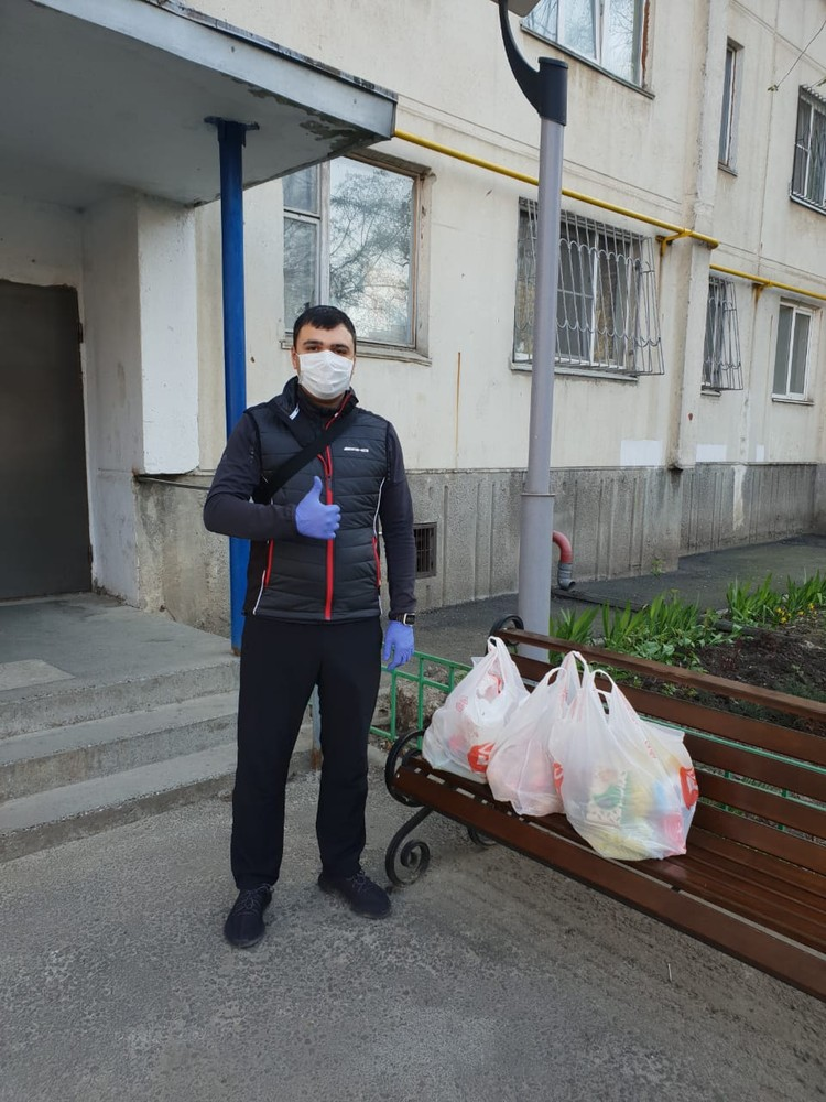 В составе мобильных групп волонтеров член партии «Единая Россия» Раджив Мирзалиев.