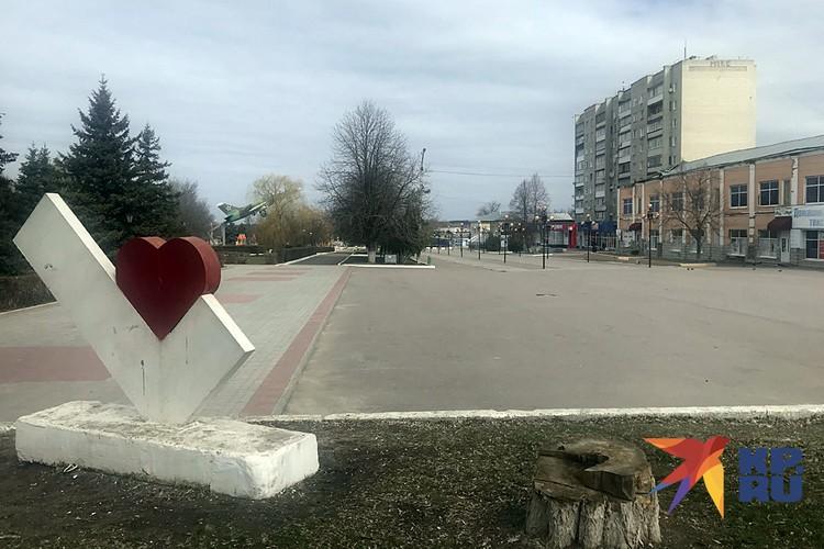 Площади и улицы города опустели