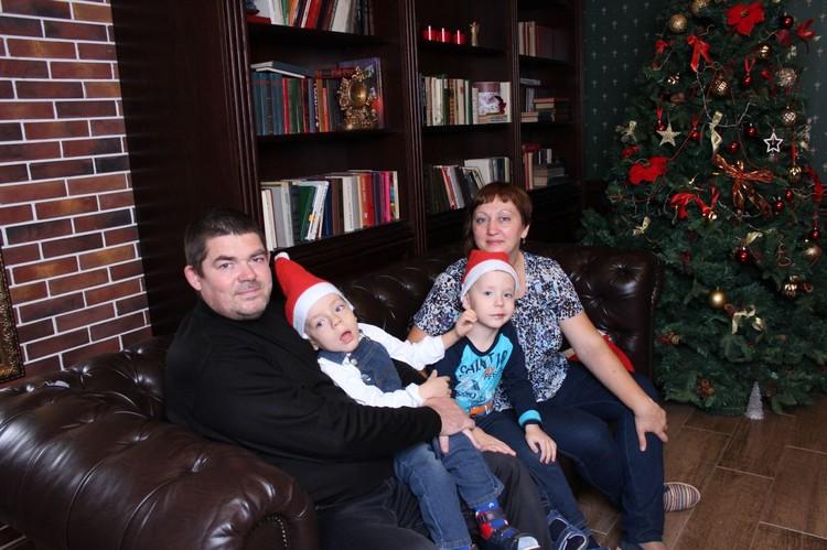 Семья Клычковых не унывает, Архип и Ярослав каждый день чувствуют, что папа и мама их очень любят