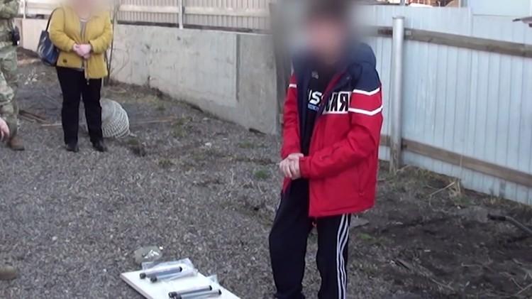 Подросток во время задержания. Фото: ФСБ