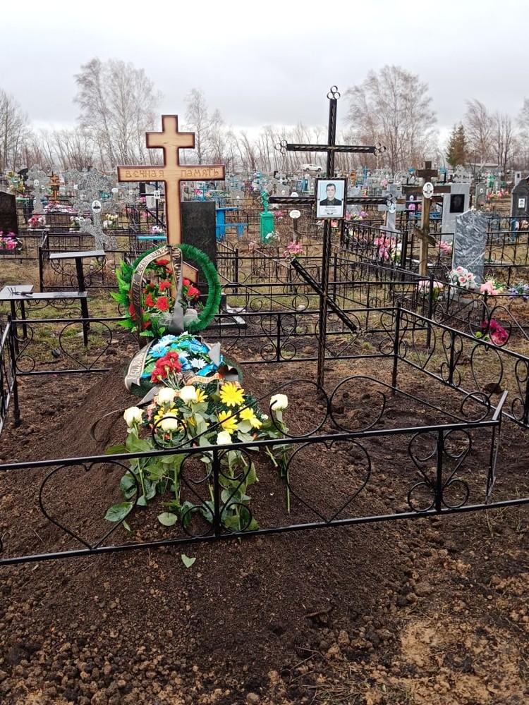 Владимира Фиошина похоронили 17 апреля на городском кладбище.