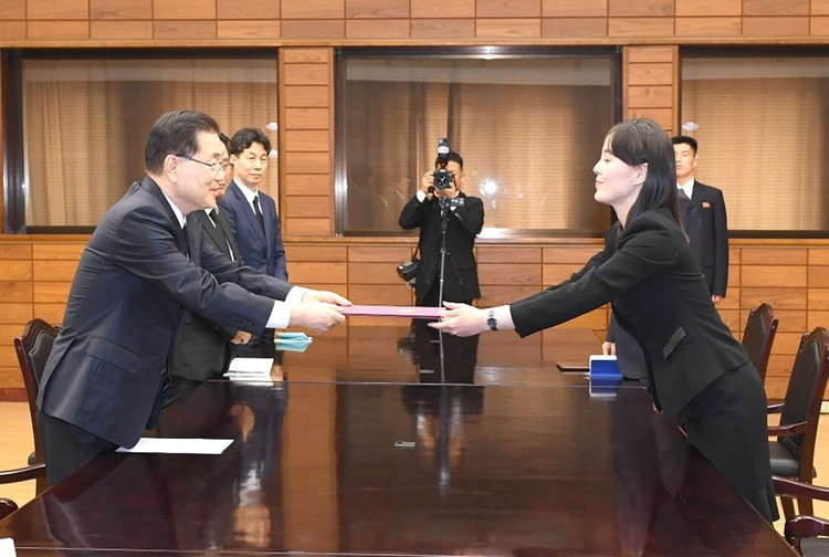 Ким Ё Чжон отвечает за внутреннюю политику, кроит культ брата-вождя и представляет КНДР на международных встречах