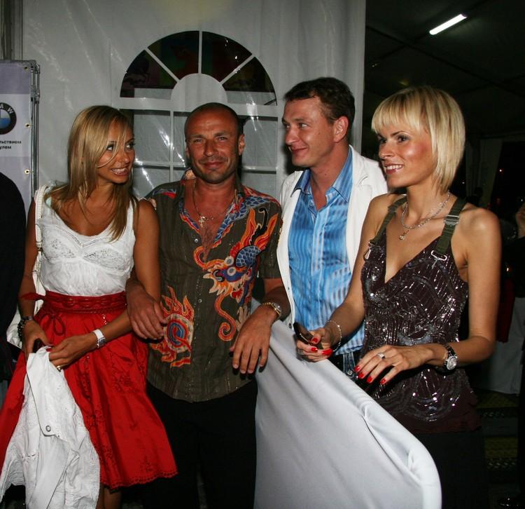 2007 год: Татьяна с мужем Александром Жулиным и Марат с женой Елизаветой Круцко.