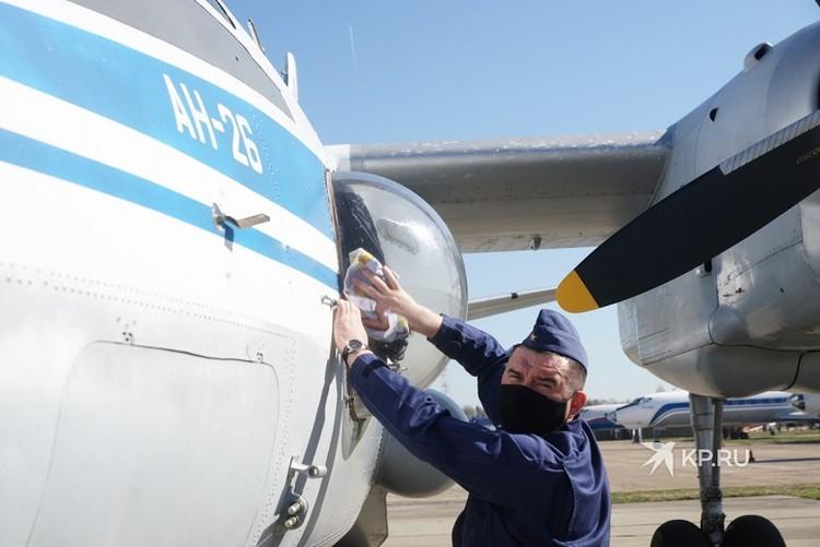 Экипажи различных типов воздушных судов отрабатывали слаженность действий, строгое соблюдение дистанций и скоростного режима, для своевременного, с точностью до секунды, пролета над городом