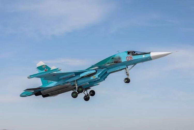 В небе над Челябинском пролетят Су-34.