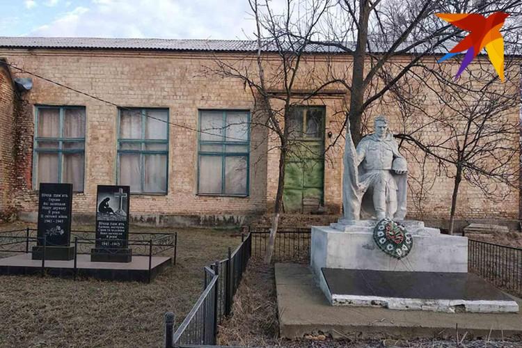 Памятники ухожены в любое время года. Фото: Л.Жуков