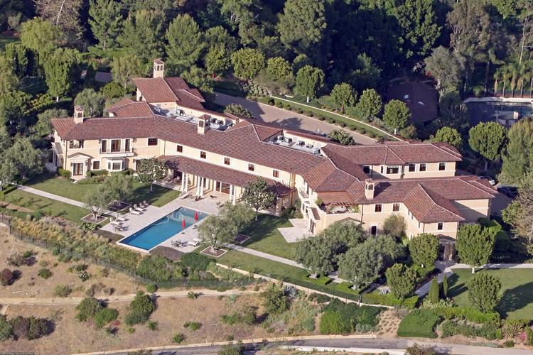 Семья принца Гарри поселилась в роскошном особняке в Беверли-Хиллз стоимостью в 18 млн долларов.