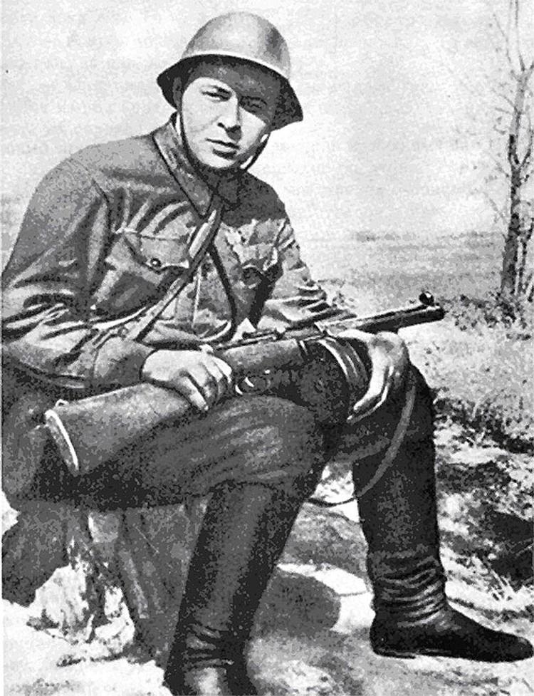 Аркадий Гайдар, писатель, военный корреспондент газеты «Комсомольская правда», 1941 год