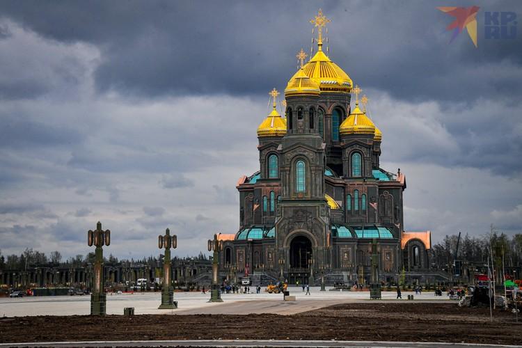 Это не просто один из самых высоких храмов России, высота здания 95 метров