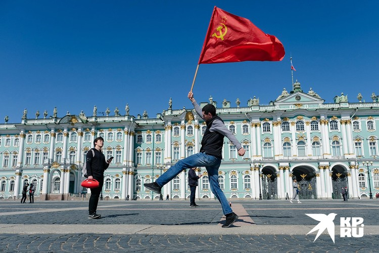 Празднование на Дворцовой площади Санкт-Петербурга.