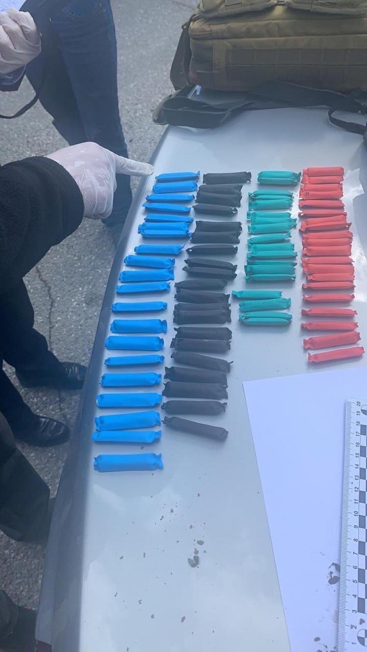 """Содержимое найденных 80 полиэтиленовых пакетов было отправлено на экспертизу. Фото: собственный источник """"Комсомолки"""" в правоохранительных органах"""