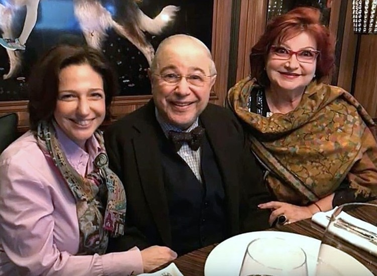 После развода Степаненко и Петросяна Викторина приняла сторону мачехи. Фото: соцсети.