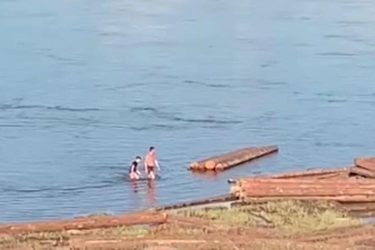 Вывел мальчишку на берег, а у того зуб на зуб не попадает. Фото: ЧП - Лесосибирск