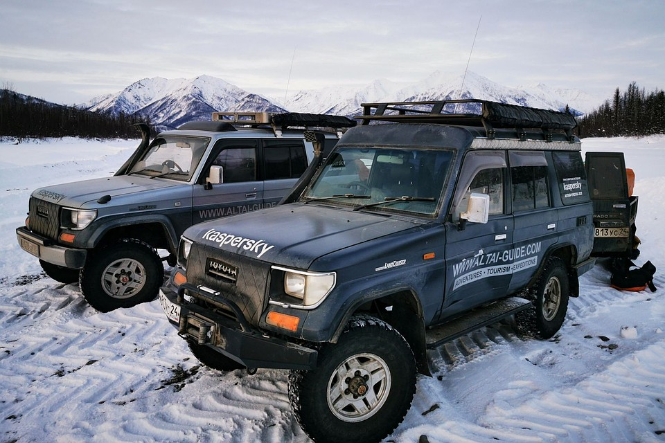Алтайские путешественники проехали на внедорожниках до Северного Ледовитого океана. Фото Дмитрия Юрочкина.