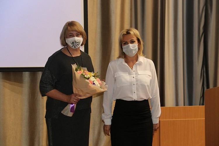 Ольга Слюсарева от имени депутатского корпуса выразила слова благодарности сотрудникам медицинских учреждений