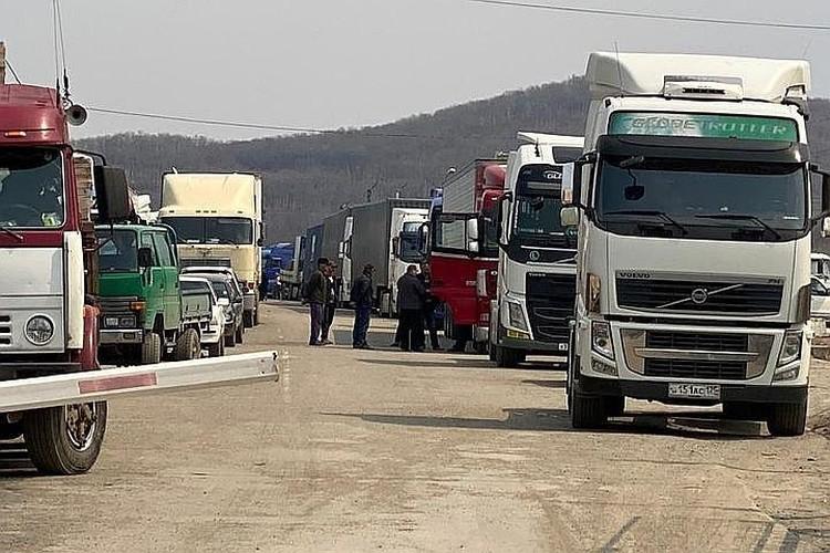 Пробка на границе сохраняется с апреля. Фото: Уссурийская таможня