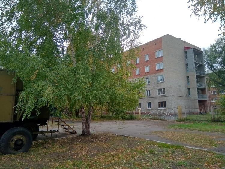 Это общежитие № 5, в котором живут курсанты во время летной практики в Калачинске.