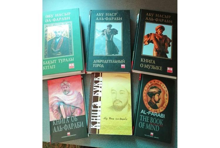 Книги об Аль-Фараби. Иллюстрации предоставлены Международным Центром аль-Фараби при Казахском национальном университете