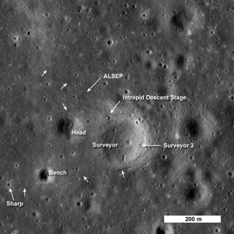 """Место посадки """"Аполлона-12"""". С орбиты снимал аппарат LRO."""