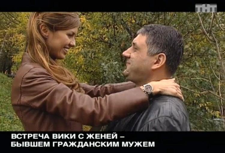 После того, как Евгений вышел из тюрьмы, Вика помогала ему деньгами. Фото: кадр видео.