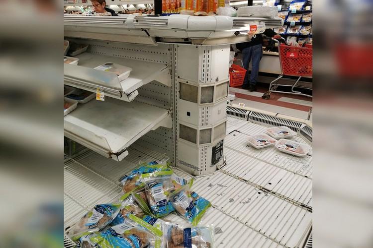Пустые полки магазинов. Фото: личный архив.