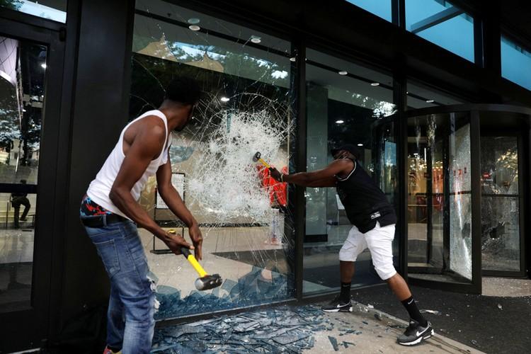 Фото: REUTERS В Атланте разгромили штаб-квартиру CNN