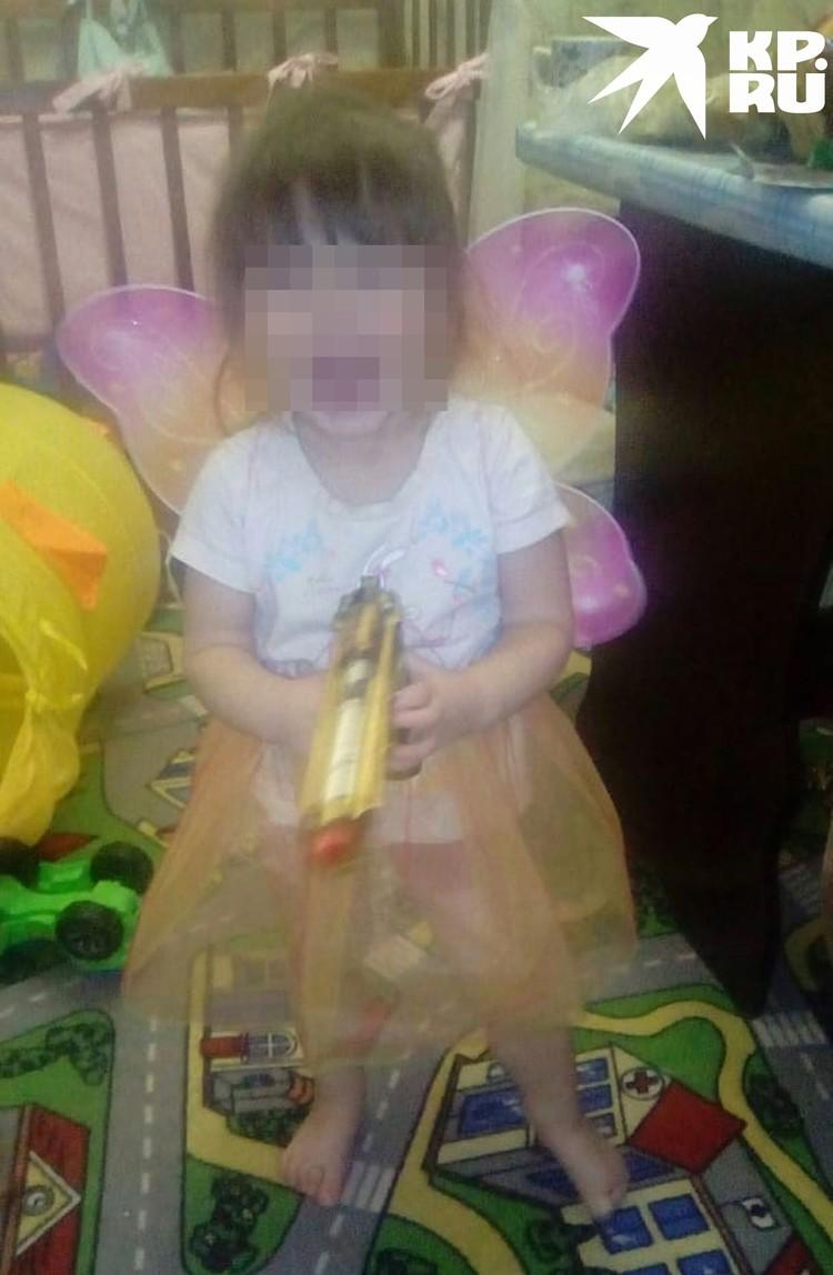 У малышей много игрушек, дети любят родителей, говорит женщина. Фото: личный архив.