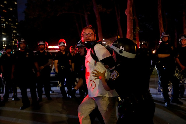 Протестные акции, начавшиеся после гибели 46-летнего афроамериканца Джорджа Флойда, продолжаются уже десятый день