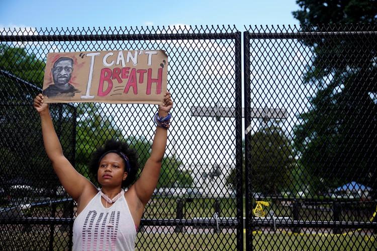 Американцы возмущены произволом полиции по отношению к афроамериканцам.