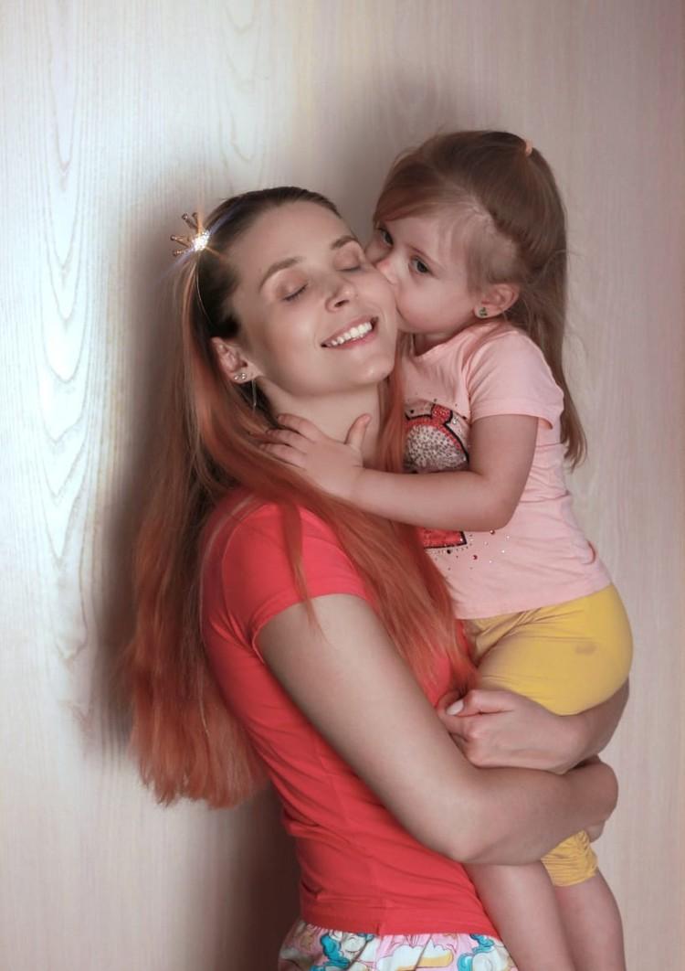 Настя уверена, что однажды увидит свою дочку. Фото: instagram.com/stasi_gold/
