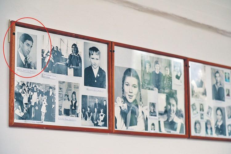 Выпускника Толю Быкова (слева вверху) в родной школе вспоминают по-разному, но помощь его принимали...