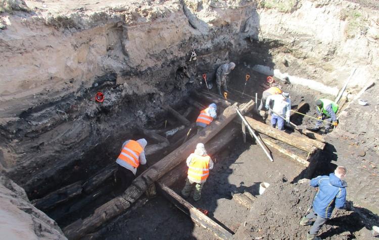 Ученые изучают остатки древних защитных сооружений и соседней усадьбы. Фото: Институт археологии РАН / vk.com/public177610347